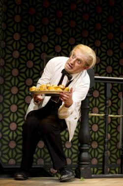One Man, Two Guvnors - Extra Image